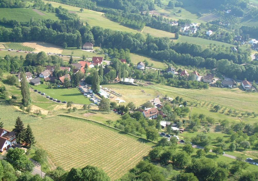 Foto: Historisches Bild eines Laufer Ortsteils von oben fotografiert (farbig)