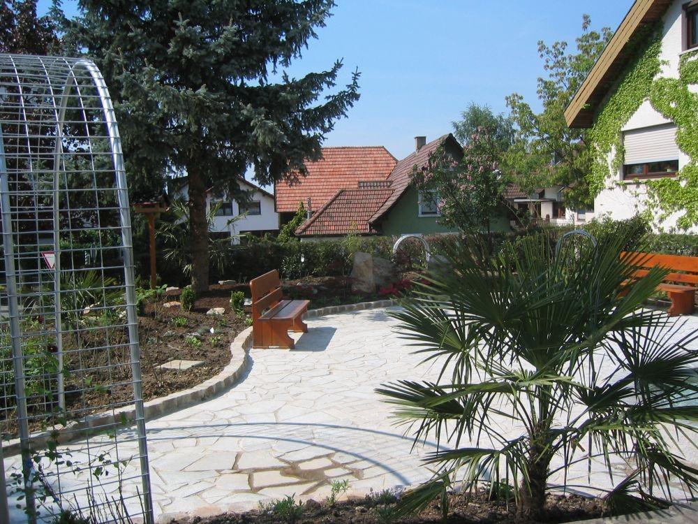 Foto: Gemütlicher Platz in Lauf mit Holzbank