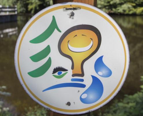 Foto: Schild des Energiepfades am Stausee