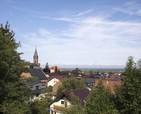 Foto: Blick auf Lauf mit Kirche