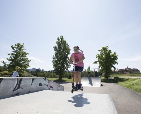 Foto: Kinder auf dem Skaterplatz in Lauf