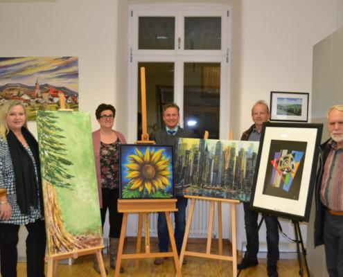 Zeitungsfoto: Vernissage im Rathaus mit den Künstlern